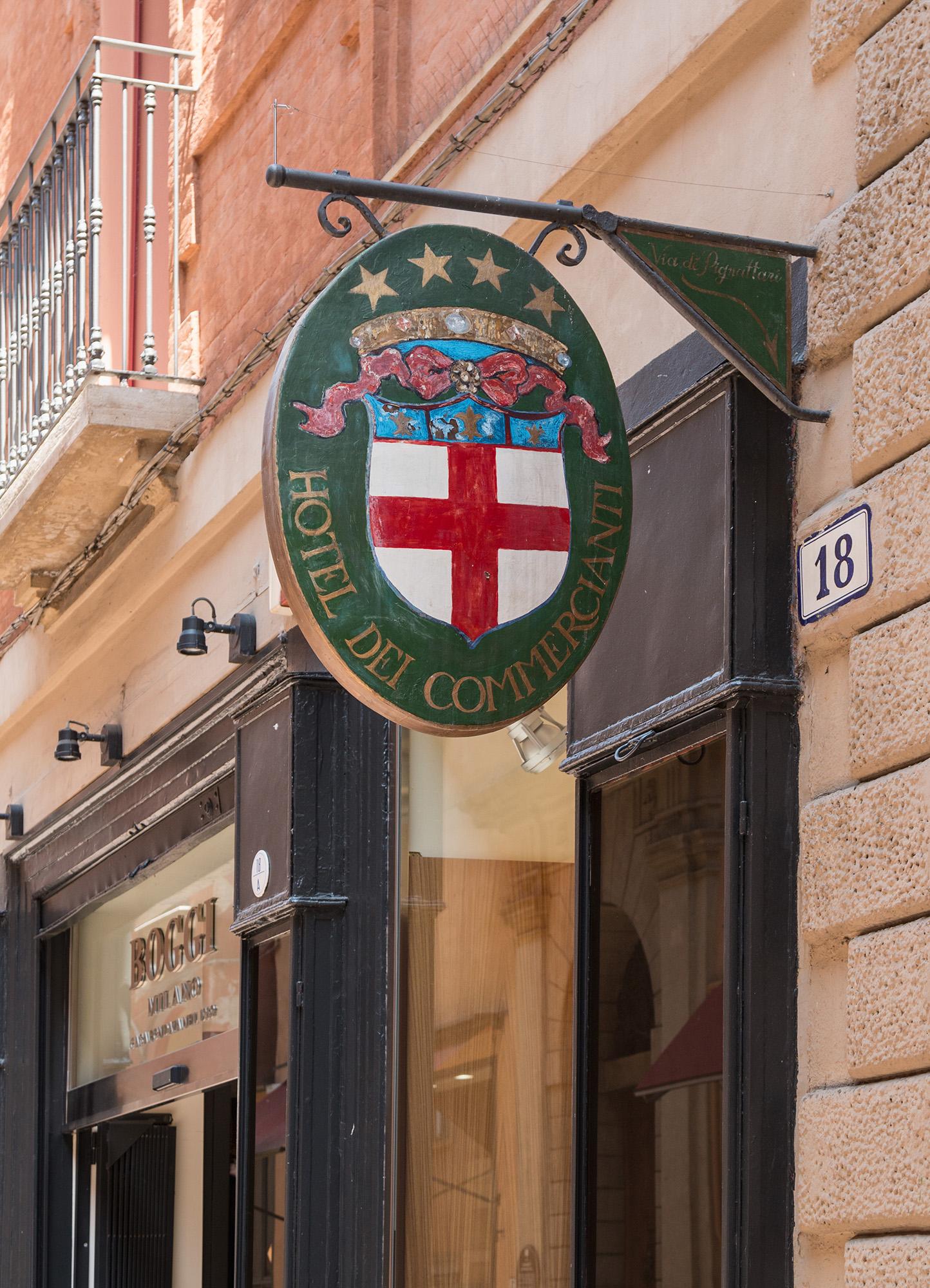 Namensschild des hotels dei commercianti wagrati for Hotel dei commercianti bologna